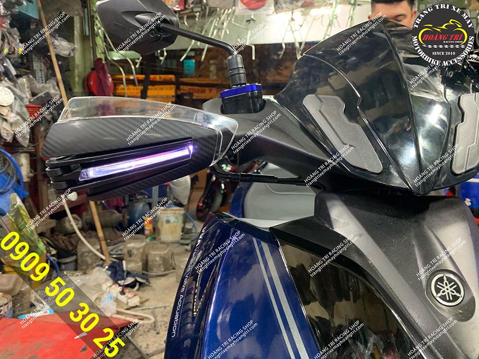 Bảo vệ tay lái có đèn tích hợp xi nhan lắp NVX