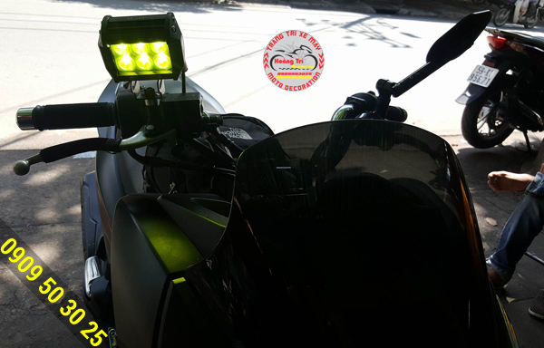 Cận cảnh đèn C6 lắp đặt trên xế PCX 2016