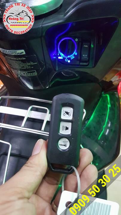 Trên tay remote điều khiển khóa smartkey thông minh honda