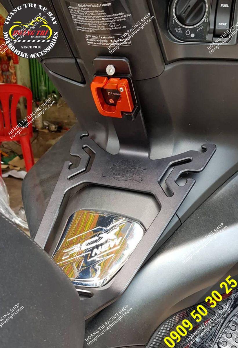 Ngoài combo baga và móc treo đồ CNC xe còn lên nắp xăng mạ crom sáng lóa