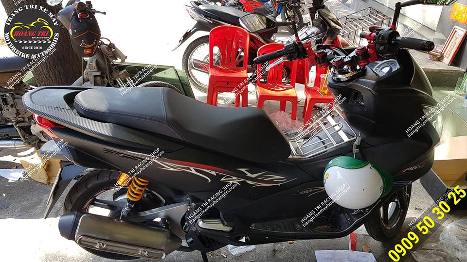 thêm một xế cưng PCX được trang bị ghi đông Biker màu đỏ