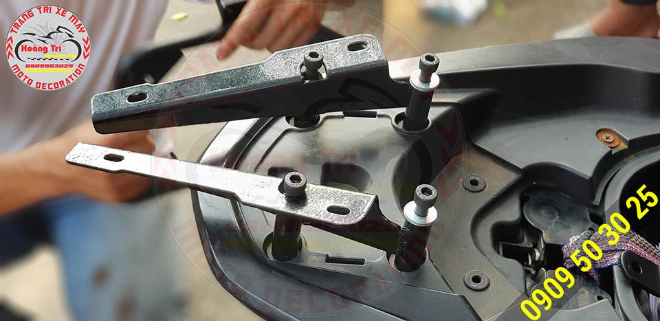 Khung past sắt đã được cố định chắc chắn trên xế yêu PCX