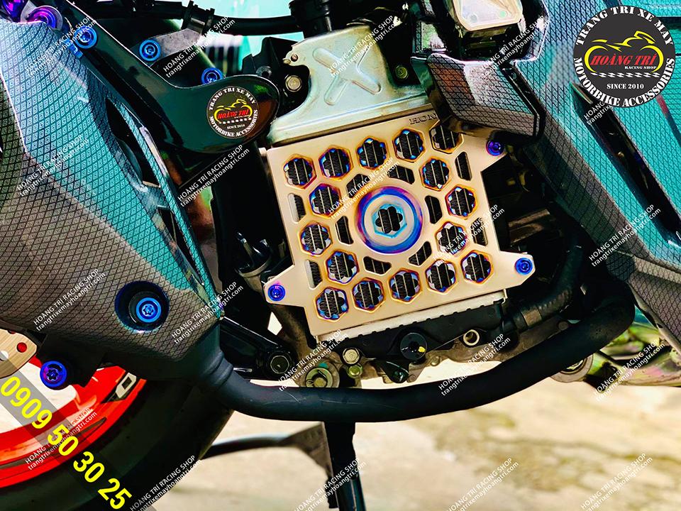 Che két nước HTR titanium gắn ADV 150