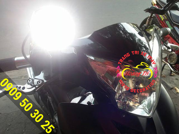 Đèn L4 sáng chói trước ống kính