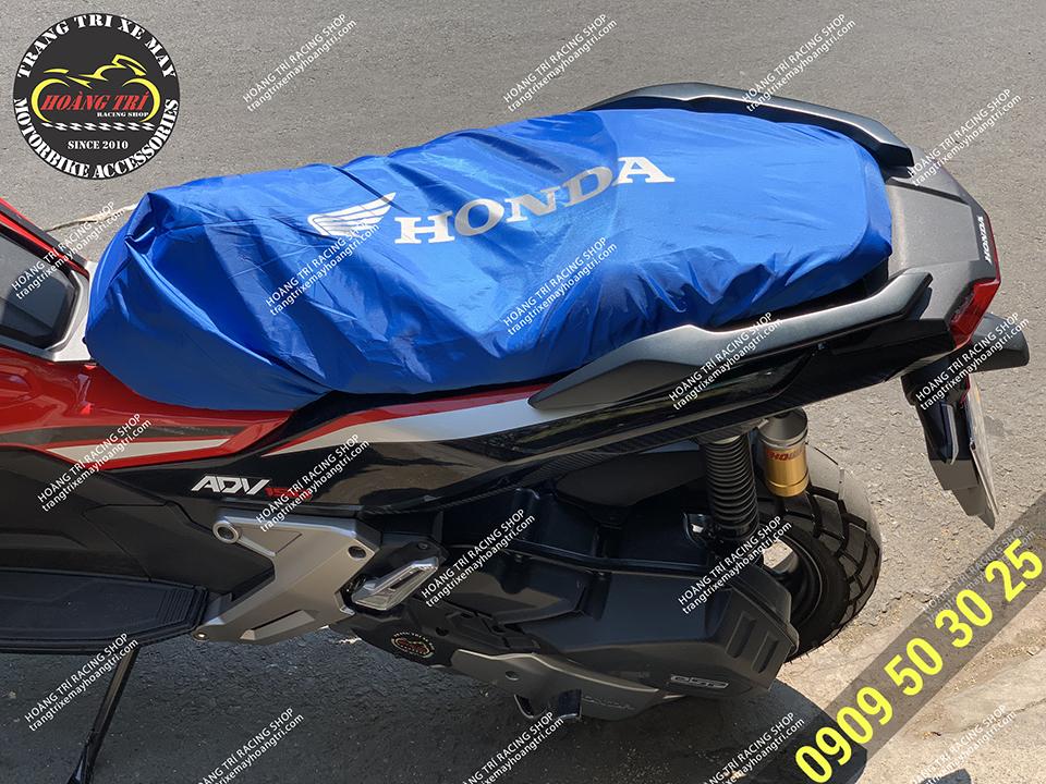 Bọc yên xe máy đang được bọc cho chiếc ADV 150