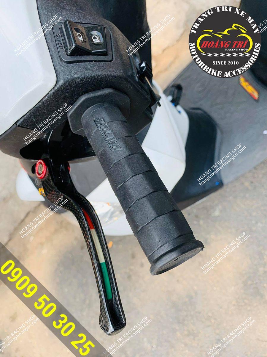 Bao tay Daytona Grippy Grip đã trang bị trên SH Ý