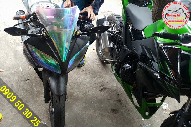 Dán decal đèn xe máy R15
