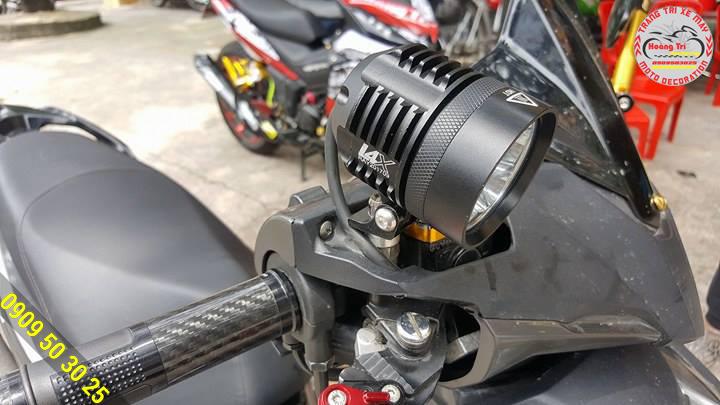 Đèn L4X gắn chân kính Airblade 2016