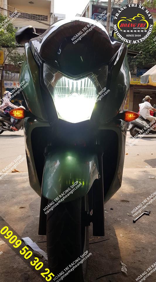 Test thử ánh sáng của đèn cho khách hàng trên xe HONDA FAZE 250cc