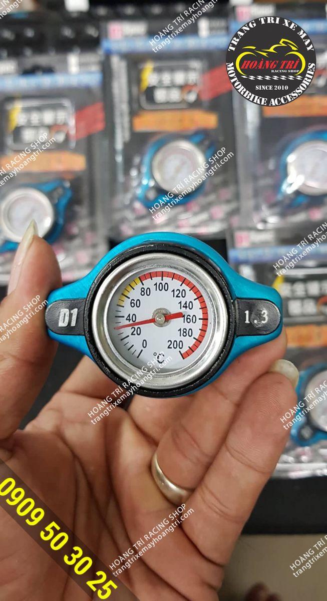 Trên tay sản phẩm đồng hồ đo nhiệt độ két nước