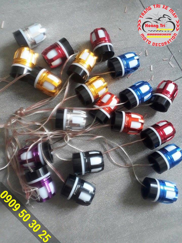 Không những đèn có nhiều màu mà màu sắc của đồ chơi này cũng nhiều màu khác nhau