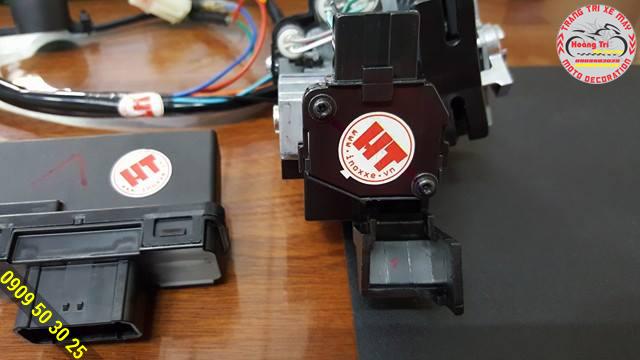 Khóa smart key giờ đây đã có tem bảo hành của Hoàng Trí Racing Shop