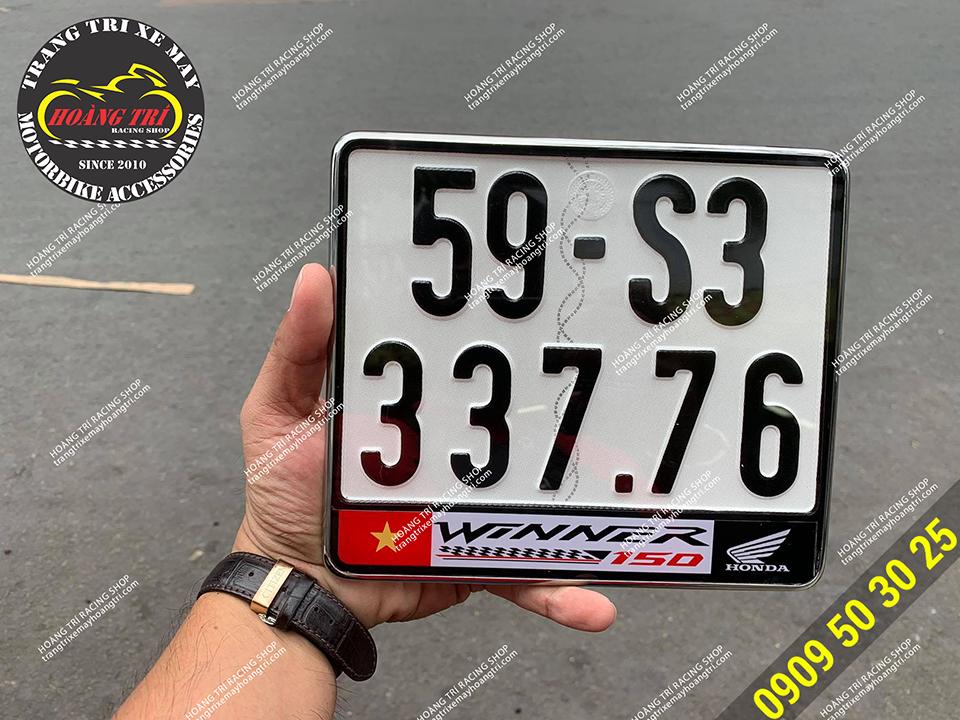 Cận cảnh biển số với logo Honda và tên xe Winner
