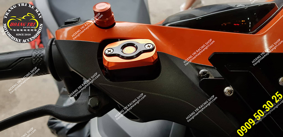 Tông sẹc tông cam với màu sắc trên vị trí đầu xe này