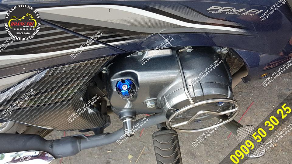 Future đã lắp đặt ty thăm nhớt Biker V8 màu xanh