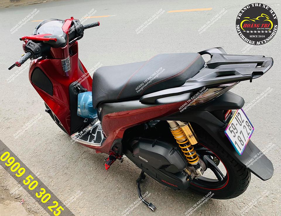 Gác chân Biker màu đỏ đã trang bị cho SH 2017