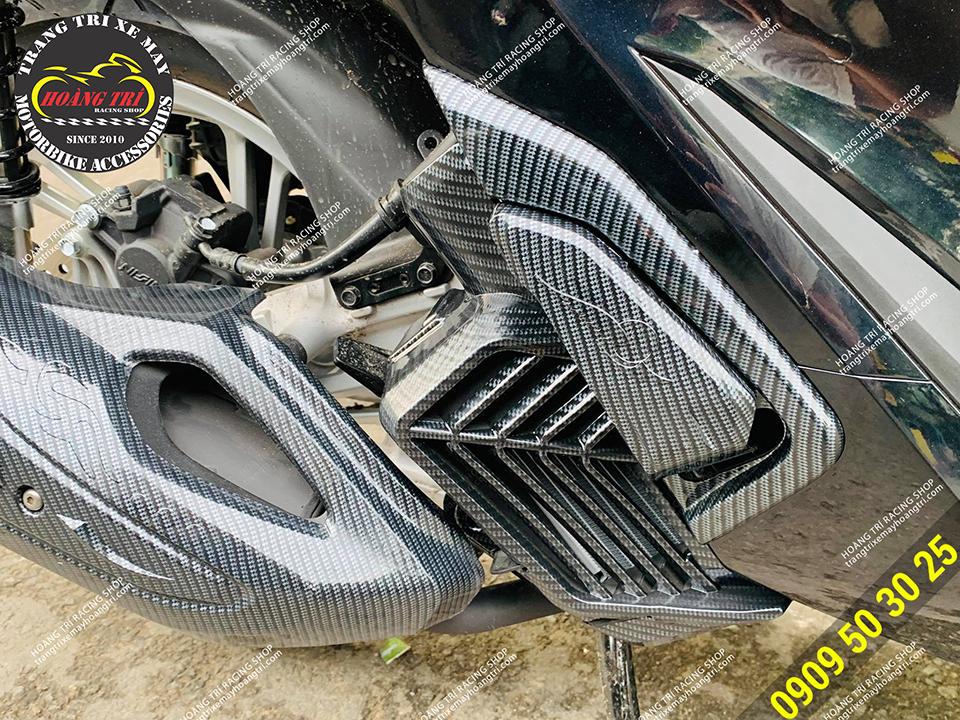 Còn đây là bộ đôi gác chân sơn carbon và quạt gió sơn carbon
