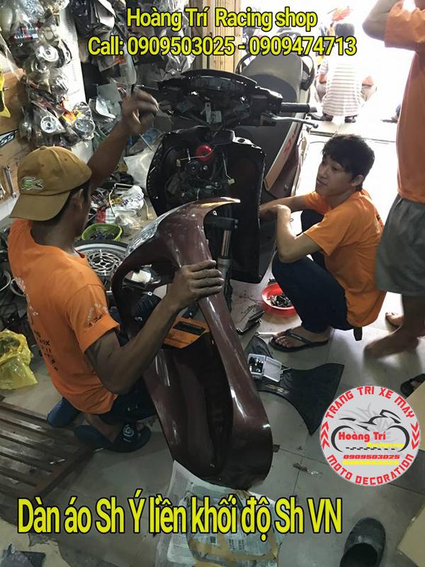 Nhân viên Hoàng Trí tháo lắp dàn áo trước cho xế Sh Việt Nam