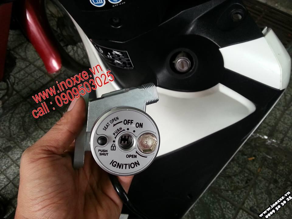 Chuẩn bị thay thế ổ khóa cũ lắp đặt ổ khóa 6 cạnh