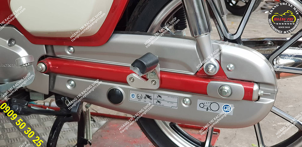 Gác chân Super Cub sử dụng pat nhôm CNC
