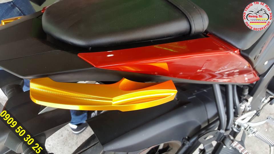 Cản gãy TFX màu vàng đậm kết hợp với màu đỏ của xe đậm khí phách