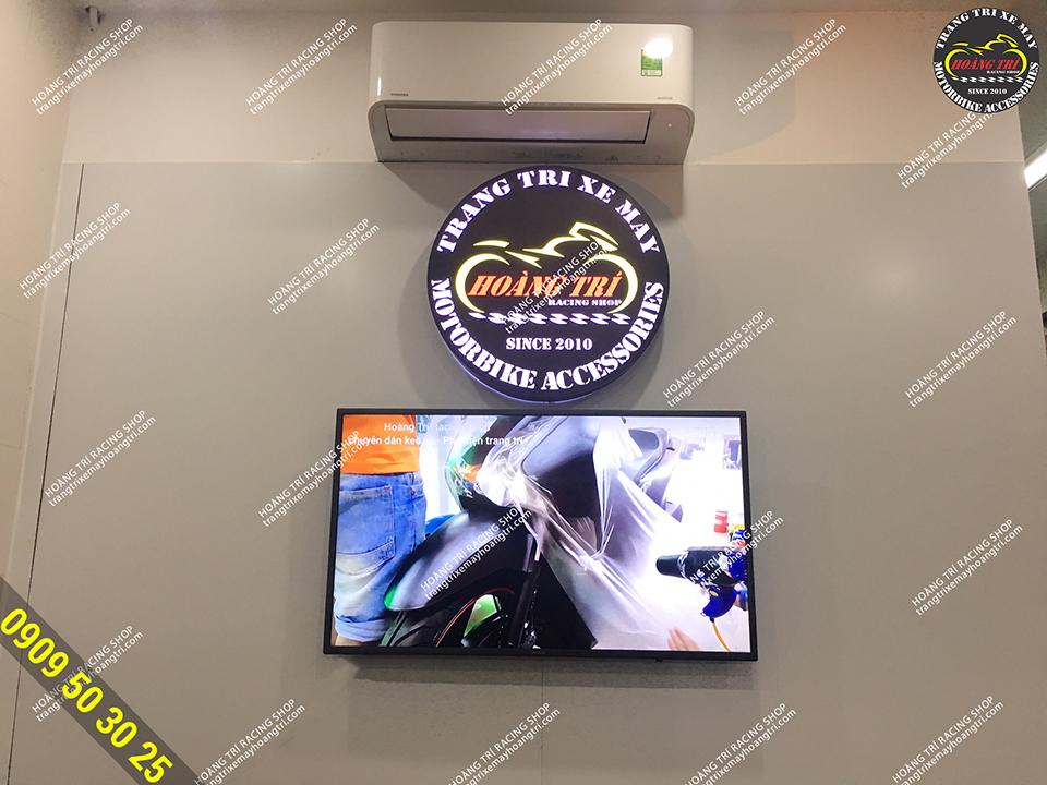 Cửa hàng được trang bị máy lạnh giúp khách hàng thoải mái lựa chọn