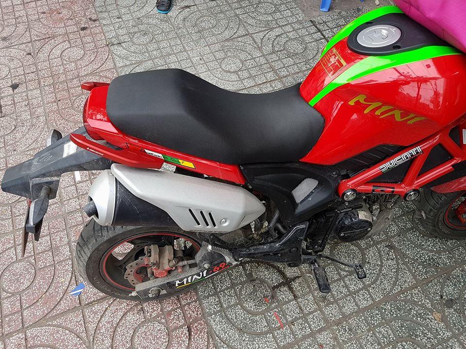 Ducati lên cản gãy màu đỏ tông sẹc tông với xe