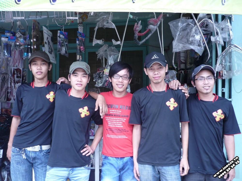 Hoàng Trí Racing Shop từ lúc thành lập với biệt đội áo đen