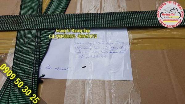 Khách hàng đồng ý chuyển khoản trước cho Hoàng Trí và Hoàng Trí đóng thùng hàng bắt đầu giao hàng
