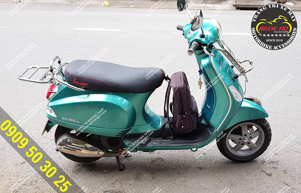 Toàn cảnh xe Vespa Primavera lục bảo lắp baga trước sau inox