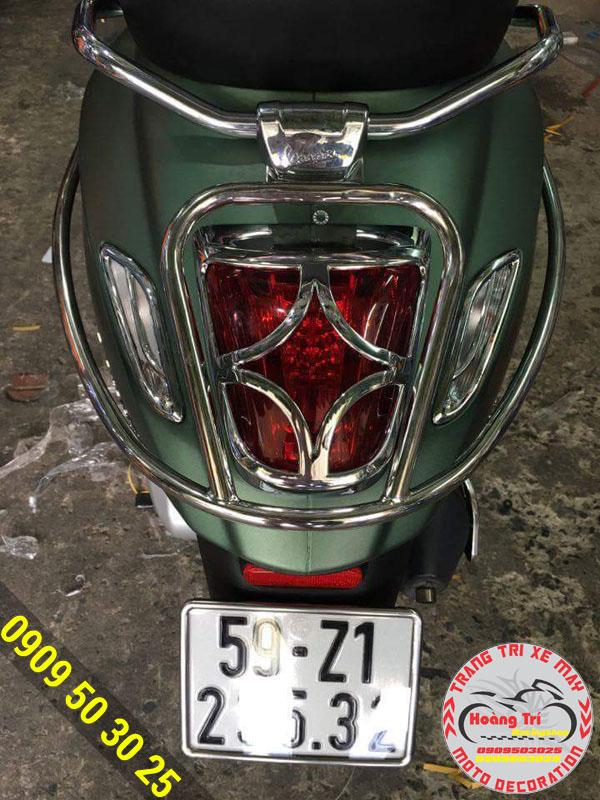 Ốp đèn lái xe Vespa tăng độ sang trọng cho xế yêu