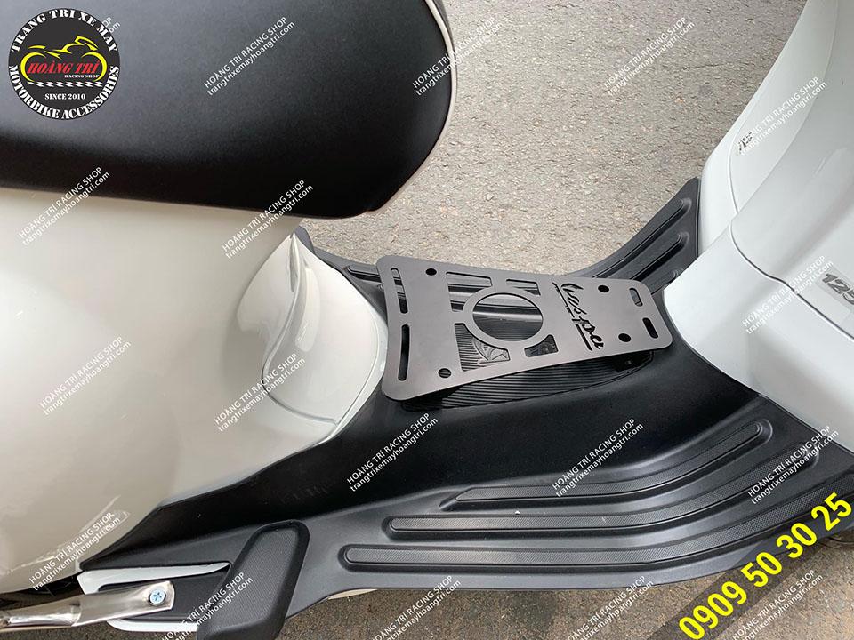 Baga sàn lắp Vespa Sprint màu trắng