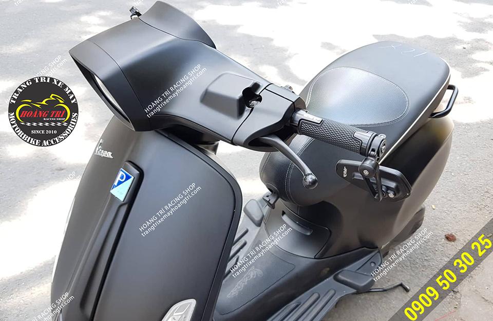 Màu sắc tông sẹc tông với màu đen nhám của xe