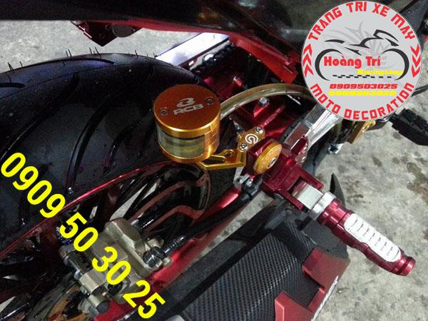 Bình dầu tròn Racing Boy được gắn kèm past nhôm CNC