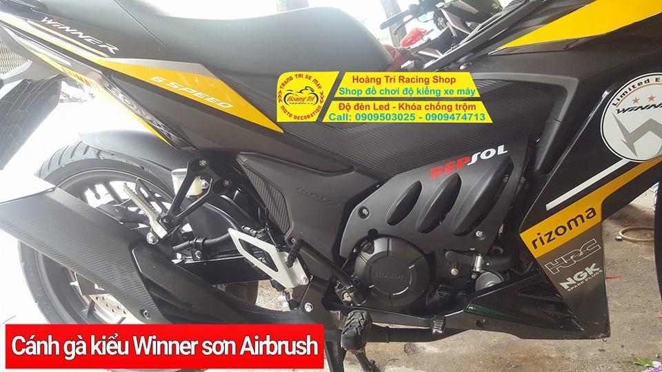 Cận cảnh cánh gà Winner kiểu Moto Sport màu đen