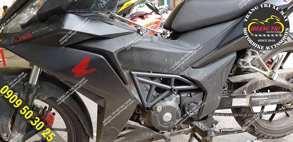 Tông sẹc tông với dàn nhựa của xe - hông gió ducati màu đen