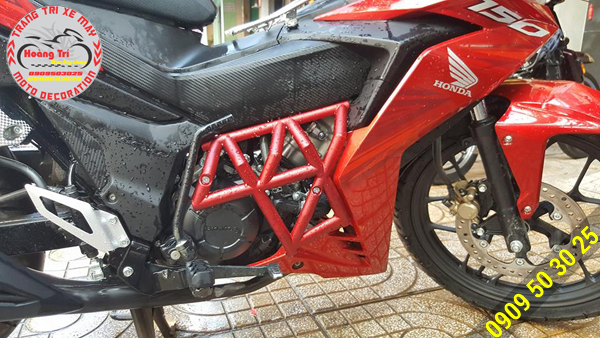 Hông gió Ducati phải với sơn đỏ