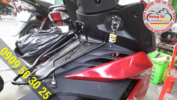 Móc khóa kiểu phuộc Ohlins được gắn lên khóa xe