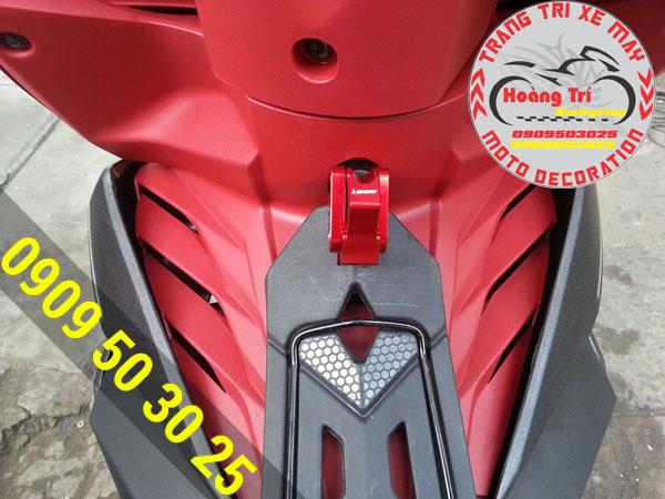 Móc treo đồ biker 2 chiều tông sẹc tông với màu xe