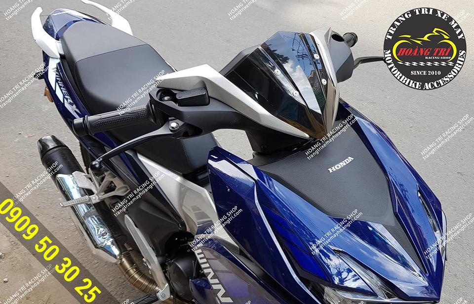 A close-up of Winner X in blue, the windscreen HVR