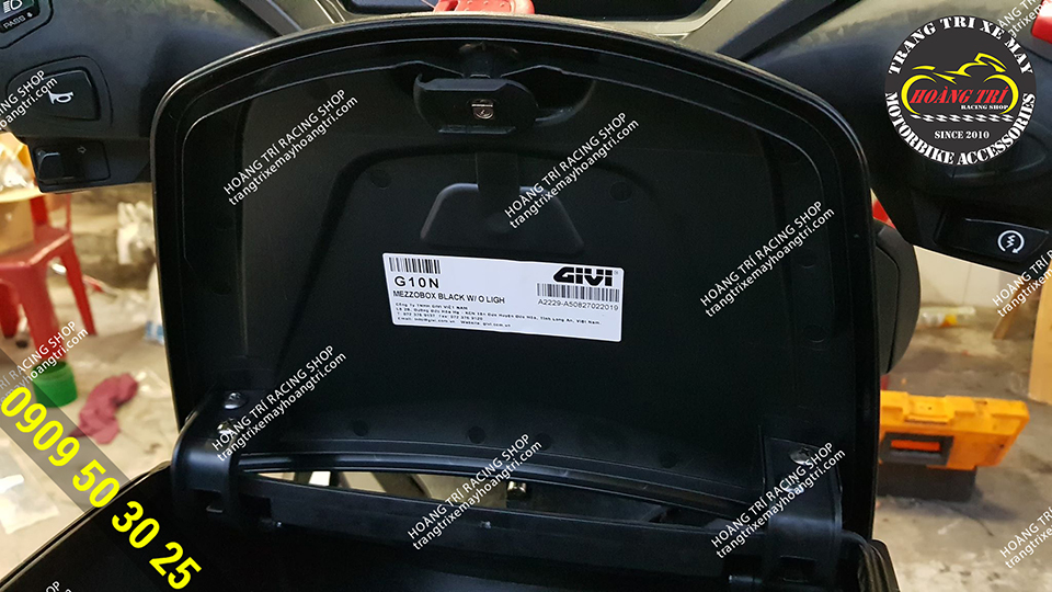 G10N genuine givi box with clear barcode information and information