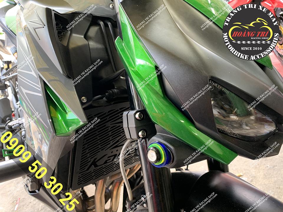 Z-1000 lắp đặt đèn xi nhan nút áo thay thế cho đèn xi nhan trước cho xe