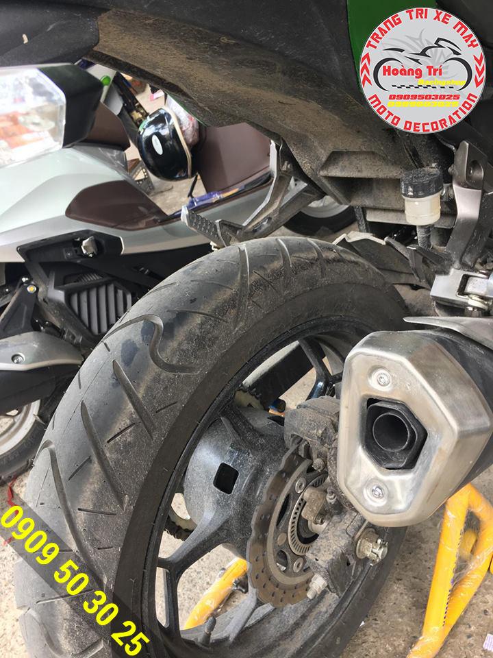 Kawasaki Z300 đến shop trong tình trạng như thế này và quyết định   lắp dè chắn bùn nguyên khối